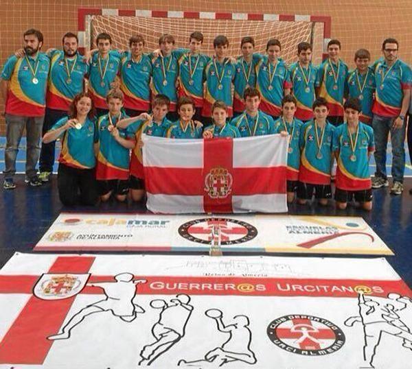 85811_62106_Los-jugadores-luciendo-la-medalla-de-bronce-conseguida_G